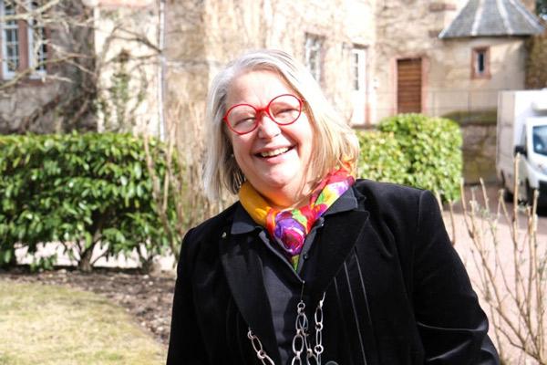 Martine Becker organise un chapitre nommé « femme, femme, femmes »