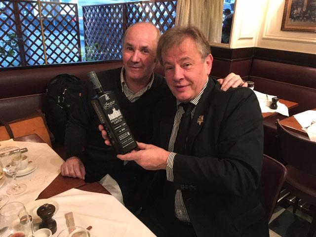 Didier Bureau et Jean-Luc Jamrozik avec le Highclere Castle Gin