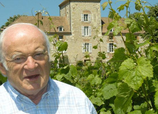 Georges Vigouroux dans ses vignes de Haute Serres