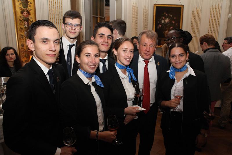 Les jeunes sommeliers de L'EMPT promotion 2019 avec notre président