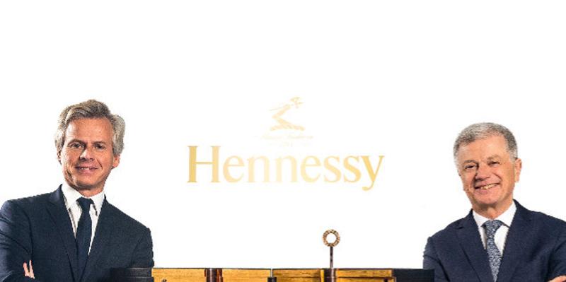 Ayant pour emblème un bras armé d'une hache, la maison Jas Hennessy est piloté jusqu'à cet été par Laurent Boillot (à gauche) et Bernard Peillon (à droite). - crédit photo : Moët Hennessy