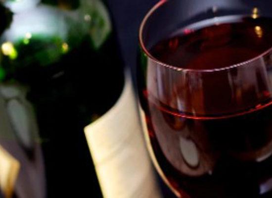 Verre de Vin rouge et bouteille